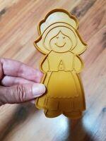 Vintage Hallmark COOKIE CUTTER Thanksgiving Pilgrim Girl GOLD Plastic