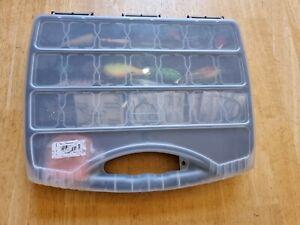 Köderbox mit Wobbler, Blinker und Gummifische