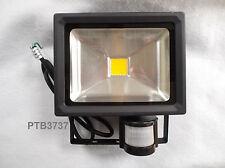 SECTOR LED IP65 FLOODLIGHT + IP44 PIR 20W LED BLACK FINISH
