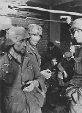 WW2 Photo WWII Weary German Wehrmacht Soldiers at Stalingrad World War Two/ 2540
