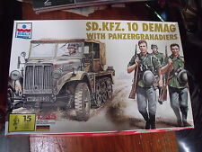 :: ESCI ERTL Sd.KFZ.10 DEMAG avec 1 soldat