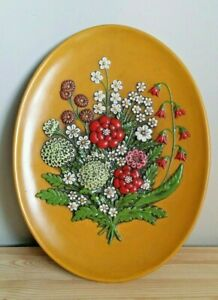 Retro 1975 Atlantic Mold 3D Spring Flowers Yellow Background Wall Plaque