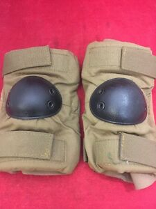ONE PAIR US Military Elbow Pads Coyote Brown w/Black Shell Large Good Condition