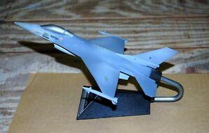 "GENERAL DYNAMICS F-16 ""FIGHTING FALCON"" DESKTOP AIRPLANE"