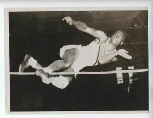 1936 ORIGINAL AFRICAN AMERICAN HIGH JUMP RECORD EDWARD BURKE PHOTO VINTAGE
