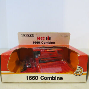 Ertl Case IH 1660 Combine 2 Heads 1/64 IH-655-1HEO-B2