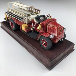 Danbury Mint 1926 Mack AC Rotary Pumper Fire Engine Truck w/ Base 1/32 EUC!