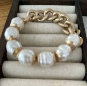Plunder Design Fashion Jewelry Tyra Gold Pearl ChainLink Elastic Bangle Bracelet