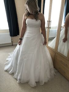 Wedding Dress Maggie Sottero size 16 Lace Up Back Includes Hooped Underskirt