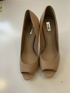 rmk heels 41 Nude And Gold Stiletoes Perp Toe Gold Heel Worn Once Inside Leather