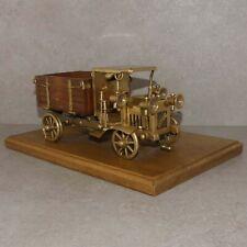 alte Modell-LKW von IVECO aus Messing auf Holzpla., Schreibtisch Verkaufsraum