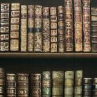 NEW DIRECT ANTIQUE BOOKCASE WALLPAPER - BROWN GOLD - 575208 - LEATHER BOOKS