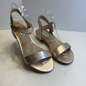 Steve Madden Cache Rose Gold Sandals Buckle Flat Sandals Shoes Size 6.5M, New