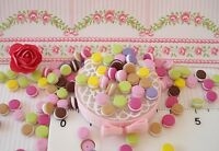 maison de poupée vitrine miniature lot de 25  petits macarons fimo 1/12EME