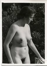 1930's PHOTO NUDE BERTRAM PARK 554/28 - WOMAN OUTSIDE CLOSE UP