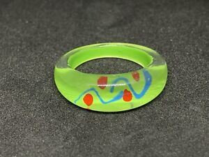 Light Green Oval Plastic Ring Red & Blue Swirl Size N