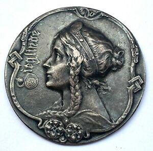 Germany Silver Medal Sieglinde - Mother of Siegfried Saga Nibelungenlied - 29 mm