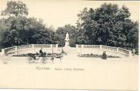 AK München, Justus -Liebig-Denkmal, Pferdekutsche, nicht gel. ca 1910