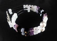 Halsketten und Anhänger aus Edelsteinen mit Bergkristall gefärbte