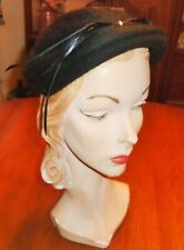 VINTAGE 1940s 50s DEEP BLACK FUZZY WOOL HAT FEATHER & SATIN BOW TRIM Sz 23 NICE!