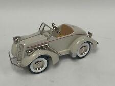 Kiddie Car Classics Hallmark 1935 Gillham Auburn white QHG9059. DC136