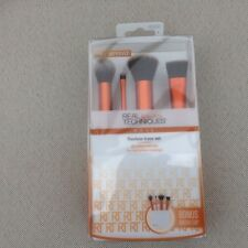 REAL TECHNIQUES BY SAM & NIC FLAWLESS BASE SET - 4 PIECE BRUSH SET WITH STAND