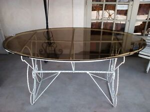 Grande table de jardin plateau en verre