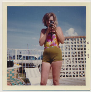 POOL DUEL Swimsuit WOMAN AIMS CAMERA at PHOTOGRAPHER! vtg 60's COLOR photo CARS