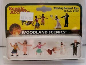 HO SCALE WOODLAND SCENICS WEDDING BOUQUET TOSS. A1932.