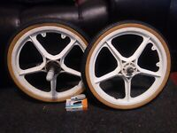 """White OGK Mag Wheels - Old School GT Performer Hutch 20"""" BMX Freestyle Bicycle"""