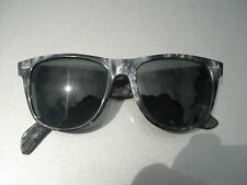 VINTAGE 70s BAUSCH & LOMB WAYFARER SILVER CHIP ON SMOKE SUNGLASSES LTD EDITION