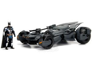 Batmobile - Justice League w/ Batman Figure 1:24 Scale - Jada Diecast Model