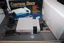 Nintendo NES con 2 mandos Caja Corchos y Cables Control Deck Muy Buen Estado