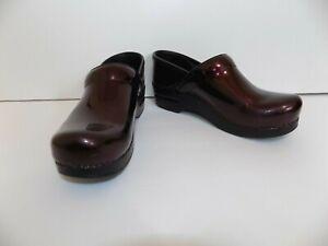 Dansko size 39 patent leather clogs!