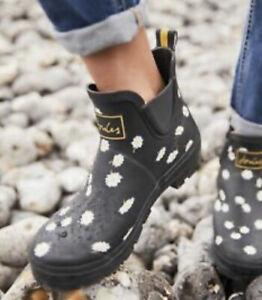 Joules Women's Wellibob Rain Boots Black Daisy Size 7 M US New