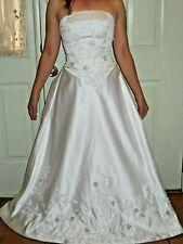 Gorgeous Demetrios wedding ball gown dress Ivory/white SIZE 3/5 BUST 32 WAIST 27