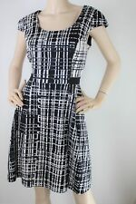 Review black & white geometric print fit & flare dress - 12