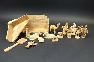 15tlg Krippe mit Krippenfiguren Holz geschnitzt  (DI944)