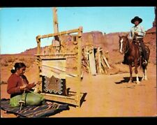 NAVAJO / MONUMENT VALLEY (U.S.A.) INDIENNE au TISSAGE & INDIEN COW-BOY en 1992