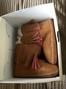 100% Genuine Ugg Branyon fringe Brown Pink Suede Boots Size 4/5 (12-18 Months)