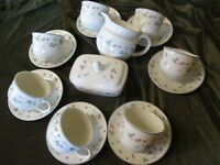 LOVELY SELECTION OF ROYAL DOULTON CHINA EXPRESSIONS SERIES STRAWBERRY FAYRE DESI
