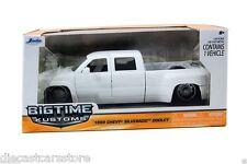 1999 JADA CHEVROLET SILVERADO DOOLEY WHITE 1/24 DIECAST MODEL CAR 90145