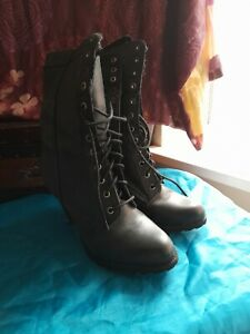 Ladies Lace Up Victorin Style  Boots 8