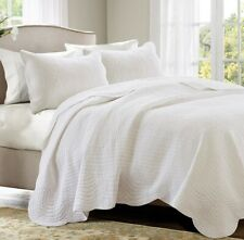 White Matelasse 3pc Full Queen Quilt Set : French Cottage Tile Coverlet Bedding