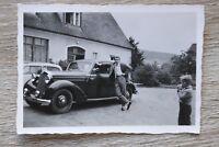 1x Foto  Auto Oldtimer Opel 1940-50er wohl Opel Classic Car Mann Kind ++