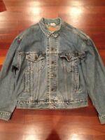 Vintage LEVI'S Men's Denim Blue Jeans Jacket Red Tab Tag Size Medium