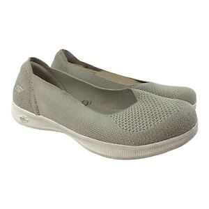 sketchers womens Cream slip on shoes size 8 Goga mat