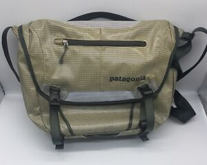 "Patagonia Soft Side Messenger Laptop Bag Padded  14 X 11"""