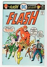 DC: THE FLASH #239 - VF/MM Feb 1976 Vintage Comic