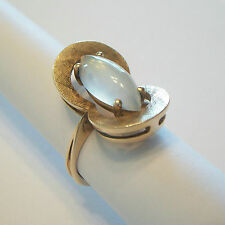 SIFFARI - Retro Moonstone & Textured Gold Cocktail Ring - Canada - Circa 1970's